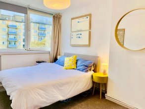 Bright and Spacious 2 Bedroom Maisonette in Central London With Balcony