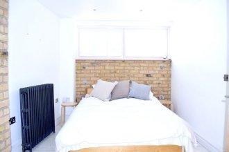 Beautiful 1 Bedroom House in East London