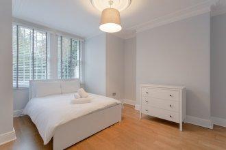 3 Bedroom House With Garden in Brondesbury