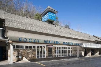 Rocky Waters Motor Inn