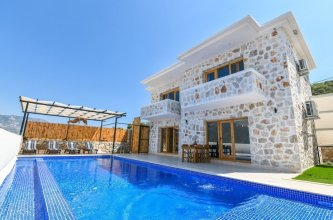 Villa Jet by Akdenizvillam