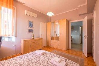 FM Premium 1-BDR Apartment - Business Location