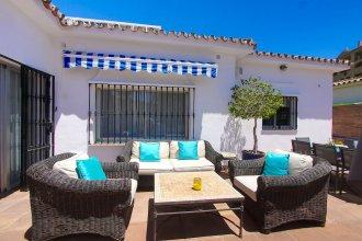 1099 First Line Golf Family Villa San Pedro Pool Lounge Area
