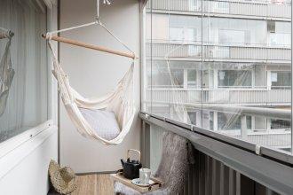 Spacious Design Studio Home With Terrace