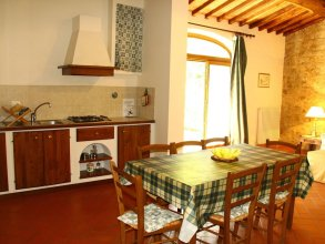 Vintage Holiday Home With Swimming Pool in Montorsoli