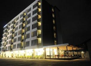 Leenova Hotel