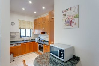 Central Apartment in St Julian's, Perfect for Families