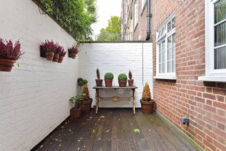 Peaceful 1 bed Flat off Sloane Square With Patio