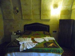 Отель Castle Cave House