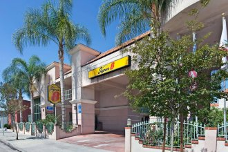 Super 8 by Wyndham North Hollywood