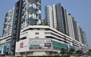 Luxury Home Above Mall - Infinity Pool