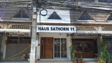 Haus Sathorn 11 Bed and Breakfast