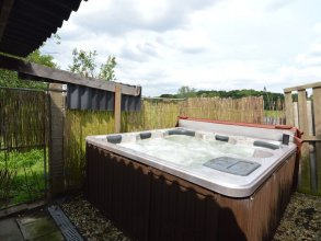 Beautiful Villa With Large Garden and Jacuzzi Near Centre of Bruges