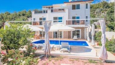 Villa Karanfil by Akdenizvillam