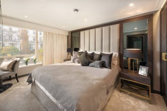 3 Bedroom Apartment With Garden in Knightsbridge