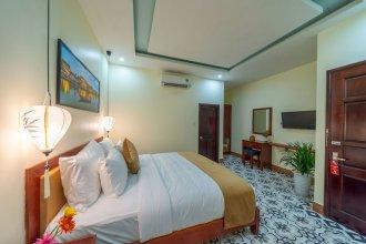 The Lake Hoian Hotel