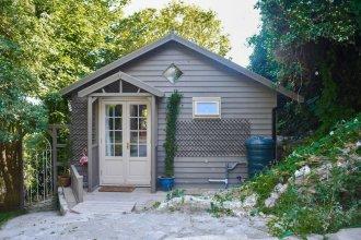 Rustic Cabin Getaway in Brighton