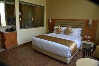 Opulent Hotel by Ferns N Petals