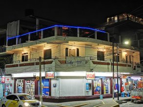 Vela Lounge & Hostel PV