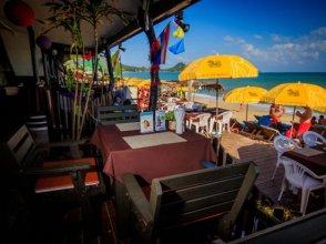 Trash and Glam Beach Lounge