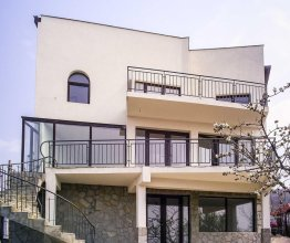 Deluxe With Sun Terrace Overlooking The Sea 3 Bedroom Home