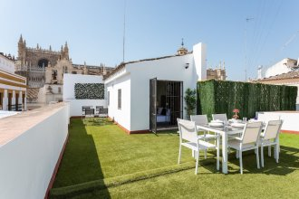 Private Terrace & 5 Bd Apartment in Front of the Cathedral. Hernando Colon