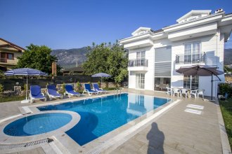 Villa Frezya by Villamnet