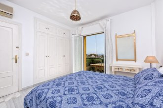 Beatriz - Amazing House in 1 min Walk to the Beach, Sea Views, Wifi