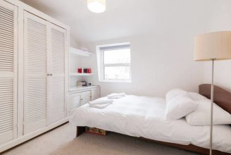 Top Floor Flat With Views in Southwark/borough