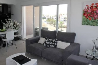 LA Fuente 3 Bedroom Apartment With Comm Pool