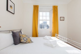 Traditional 3 Bedroom Apartment in Central Edinburgh