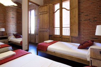 Bright Apartment Near Sagrada Familia