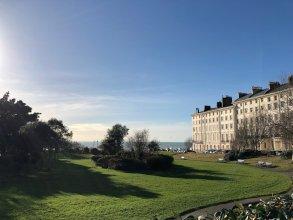 2 Bedroom Brighton Apartment With Sea Views