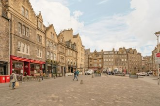 2 Bed Grassmarket Apartment