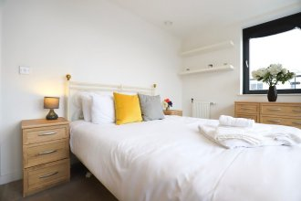 2 Bedroom Apartment With Balcony in East Putney