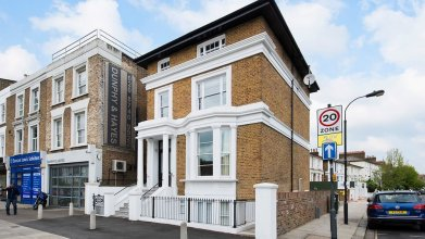 Bright 1BR flat in West London