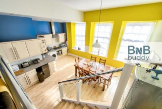 3bed/3bath Townhouse With Free Parking and Balcony