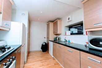 Bright, Modern Apartment - Royal Mile!