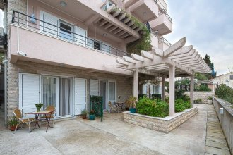 Petrovac Holiday Apartments