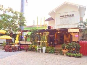 FIRST 1 Boutique House at Sukhumvit 1