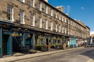 Stafford Street: Heart of the City Luxury Apt