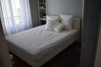 Large 1 Bedroom Apartment in Paris
