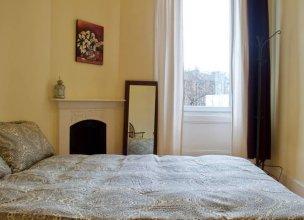 2 Bedroom Bright City Centre Flat Sleeps 4