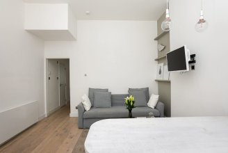 Bright 2BR Home in West Kensington, 6 Guests