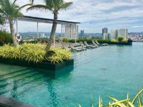 Riviera 18th floor ocean view room / infinity pool