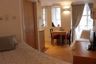 Tower Hill Studio Appartment