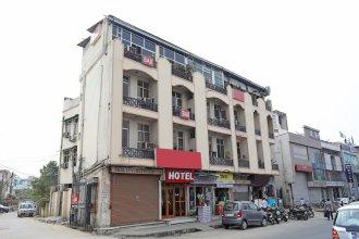 OYO 10282 Hotel Rishi