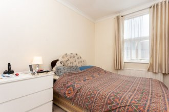 2 Bedroom House In Tooting With Garden