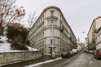 Hunyadi 4 Apartment I.