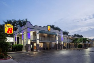 Super 8 by Wyndham Bradenton Sarasota Area